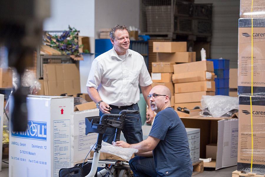 UHC Arbeiter kontrollieren Rollator