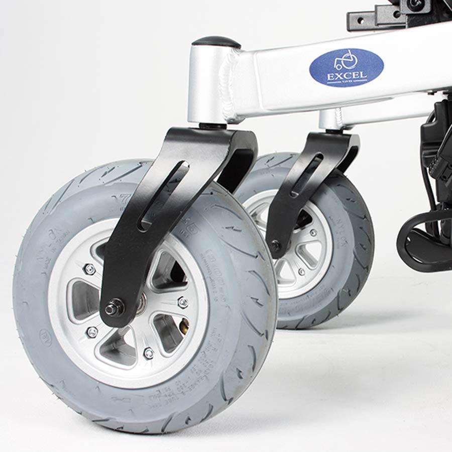 "Der UHC Elektrorollstuhl Airide Go Compact ist serienmäßig mit 10"" Lenkrädern verfügbar"