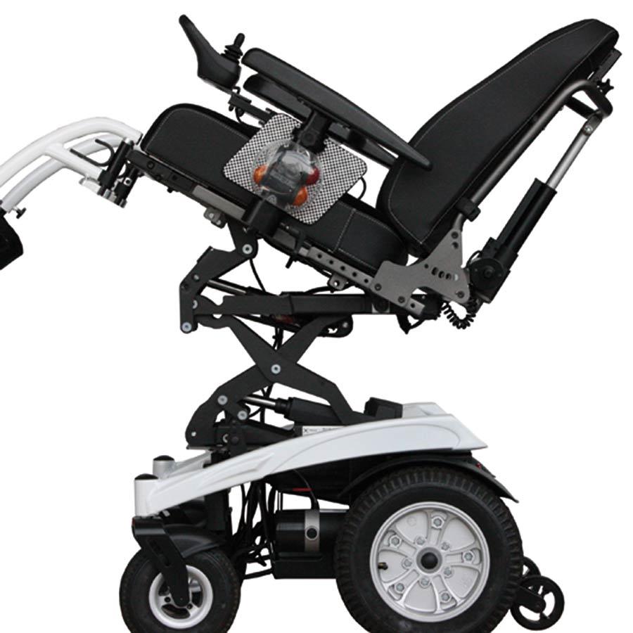 Der Sitzhub und die Kantelung des UHC Elektrorollstuhls Airide X-tend funktionieren elektrisch