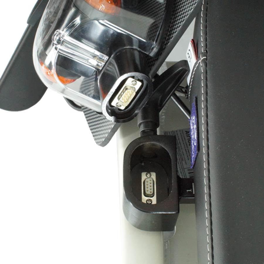 Der UHC Elektrorollstuhl Airide X-tend verfügt über Plug & Play Steckerkontakte an den Armlehnen
