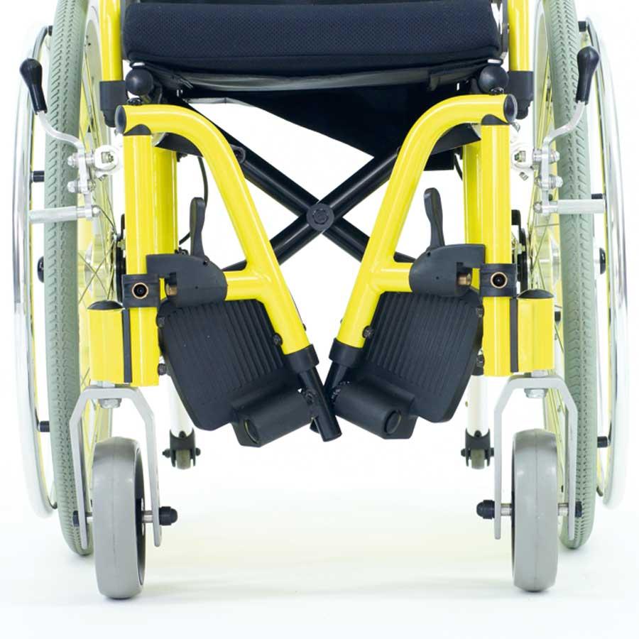 Das UHC Rollstuhlmodell 2.130-34 Dino Beinstützen Code 33