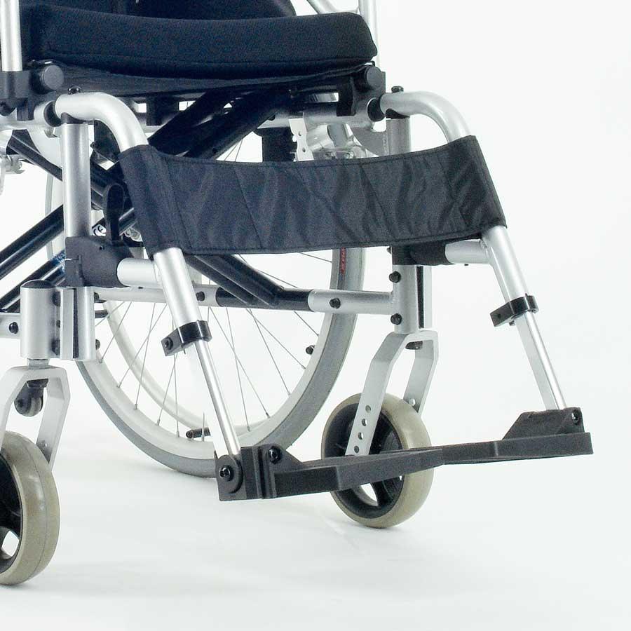 Das UHC Rollstuhlmodell 2.950-33 Carat Aktiv mit Code 33