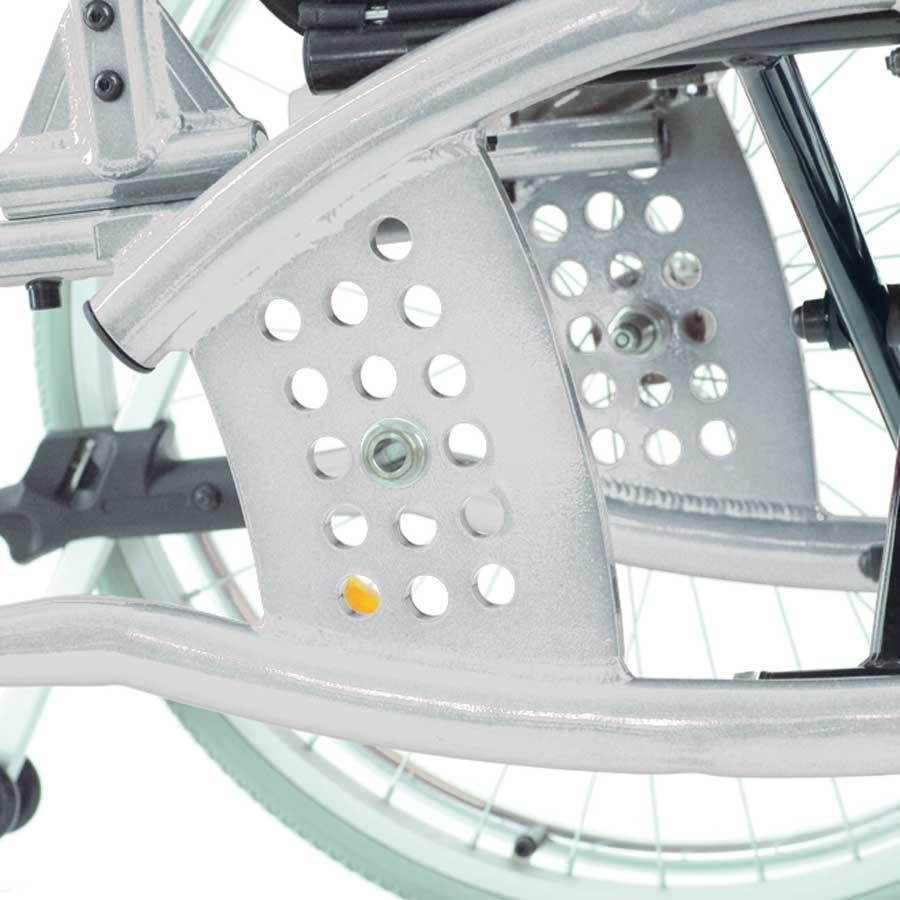 Das UHC Rollstuhlmodell 3.930 Phönix Achsplatten
