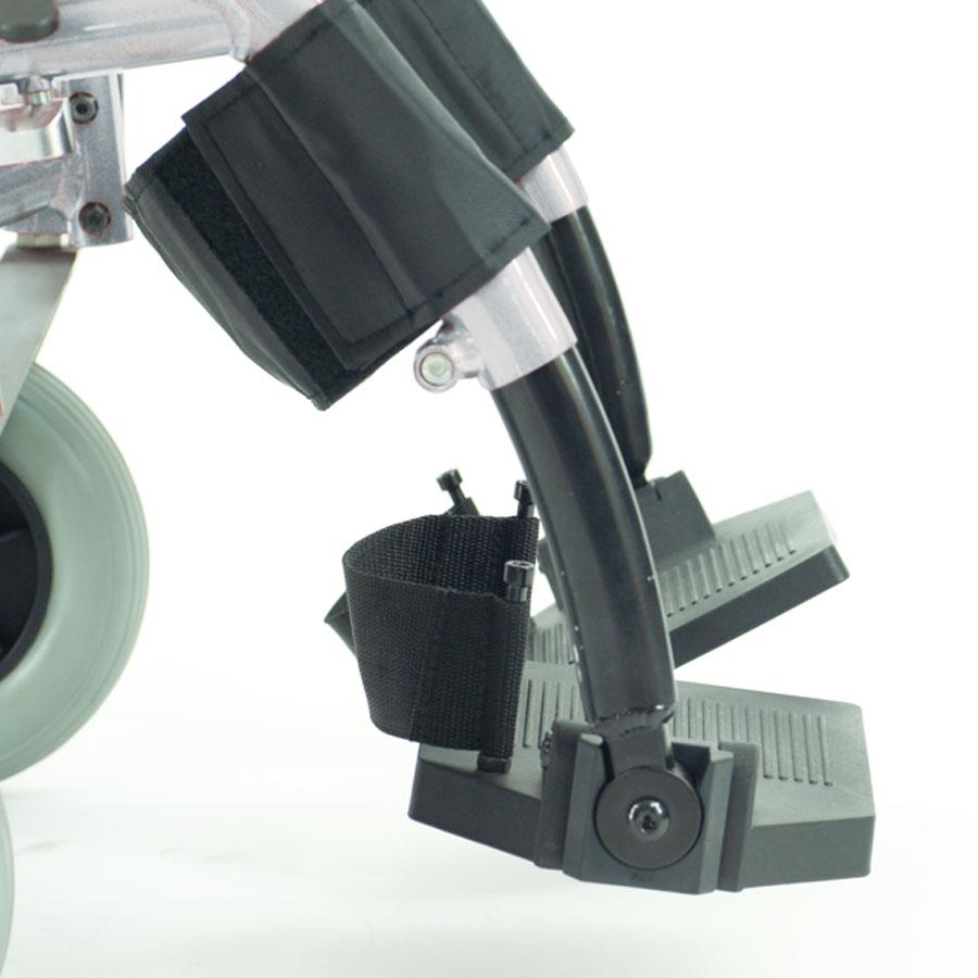 Das UHC Rollstuhlmodell 3.930 Phönix Beinstützen Code 33 seitliche Ansicht
