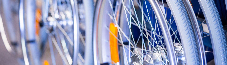 Die Speichen und Reflektoren eine UHC Rollstuhlreifens